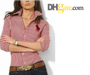 form-fitting stripe lady polo shirt looks elegant with dark jeans