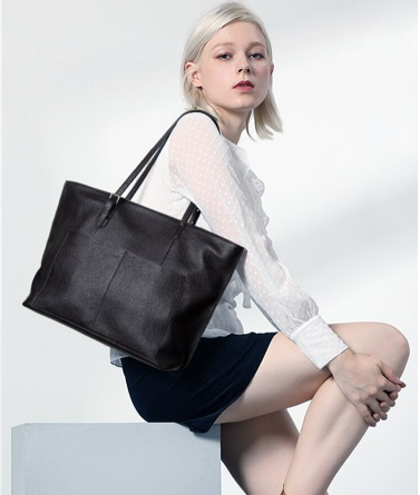 What is a tote bag used for a stylish lady