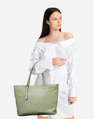 lady fashionista with an elegant tote bag