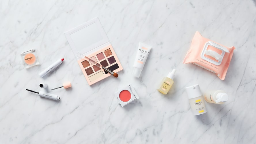 The Must-have Essentials Things a Girl Should Carry in Her Purse