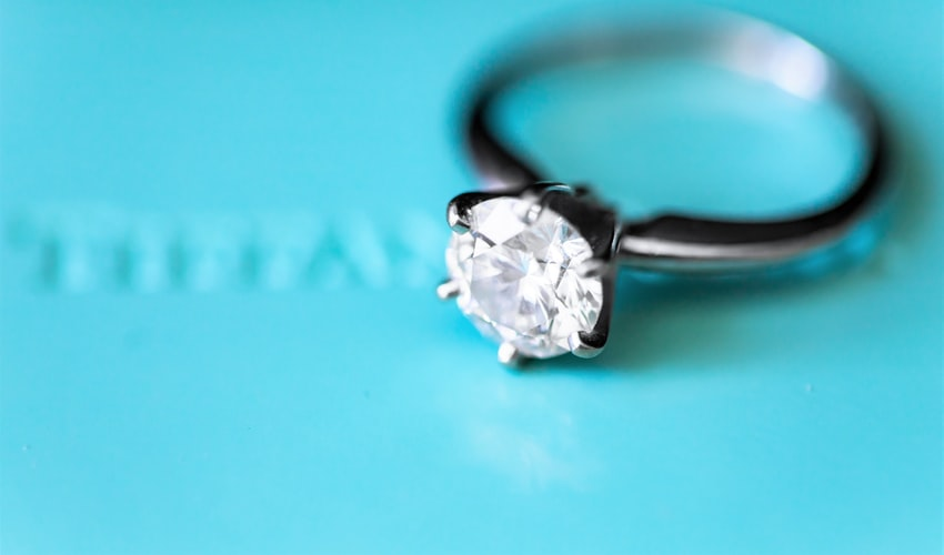 5 Ways To Determine You're Dealing With A Fake Jewelry